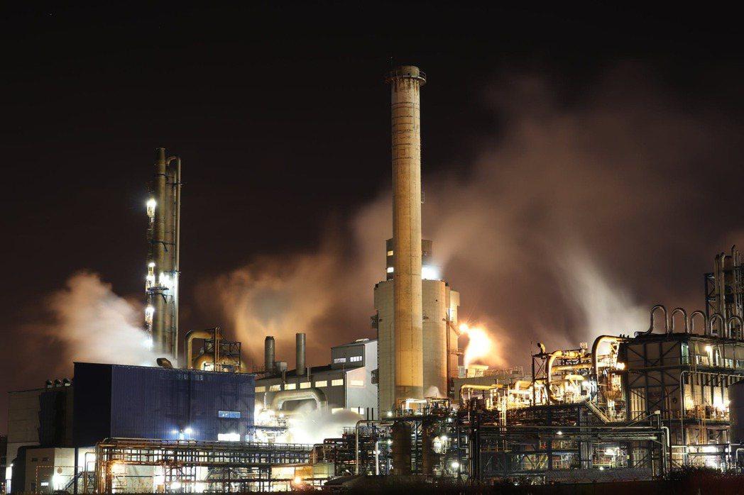 眾所周知,通常在ESG投資組合中考量環境因素,很少涵括化石燃料相關產業。 圖/p...
