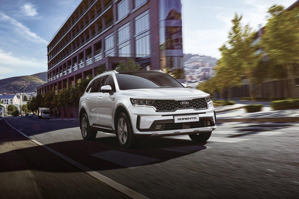 藉由大改款Kia Sorento,原廠也為美規車型推出了Hybrid油電混合動力...