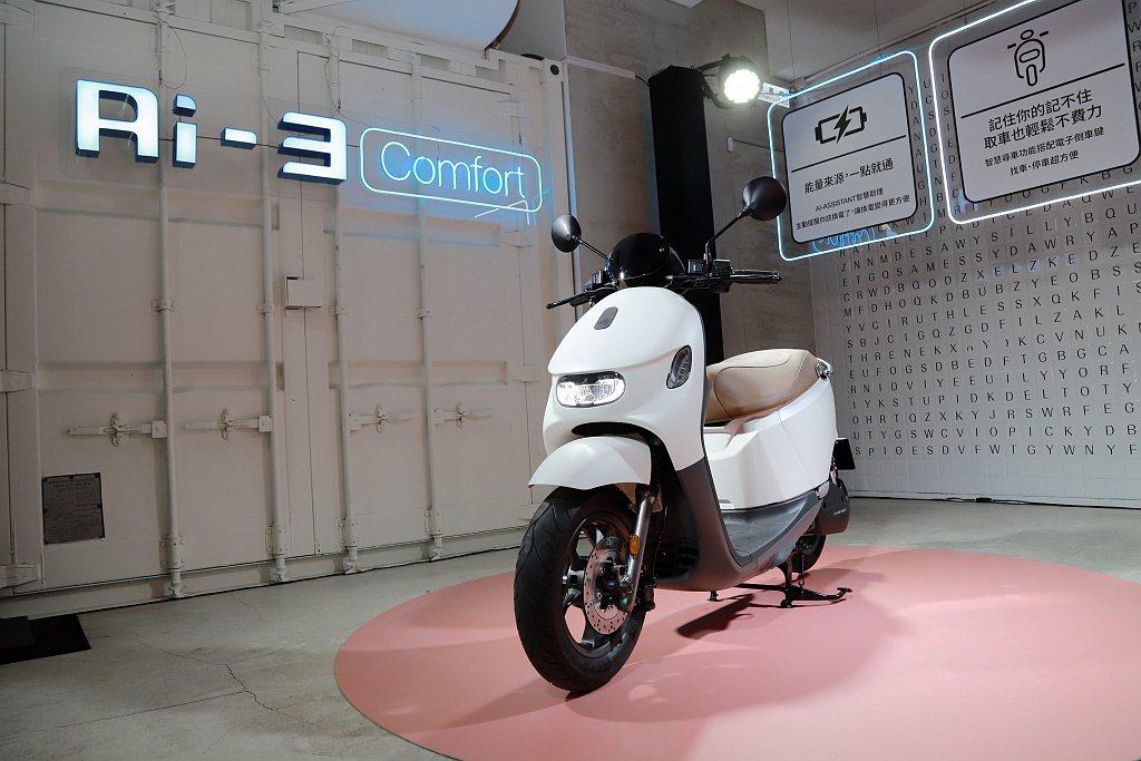 宏佳騰智慧電車站穩市場腳步後,針對女性市場再推Ai-3系列電動機車。 記者張振群...