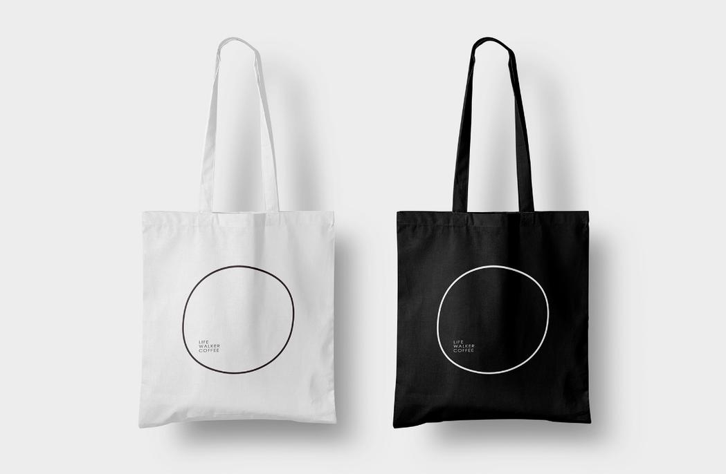 好視設計為「路行者咖啡」設計提袋。 圖/好視設計提供