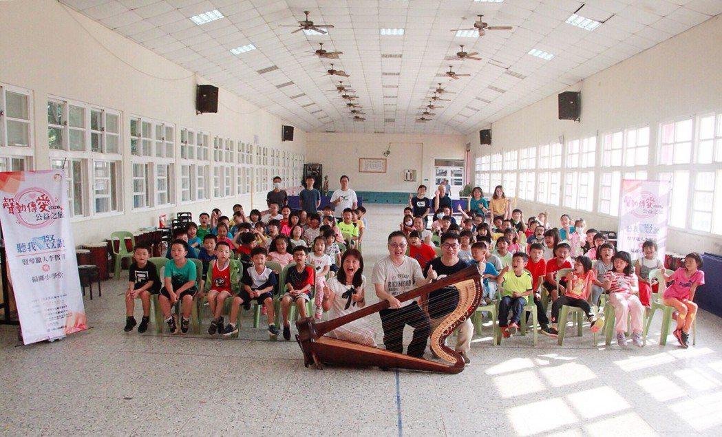 正聲台中台「聲動傳愛•聽我豎說」公益活動在南投縣鳳凰國小舉辦。 正聲台中台/提供