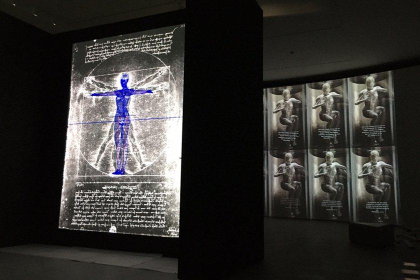 《夏娃克隆大偶像》互動裝置進一步討論人類與「夏娃克隆」之關係,即人類付予「夏娃克...