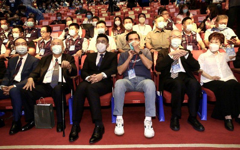 國民黨第二十屆第四次全代會,黨主席江啟臣(左三)、前主席馬英九(右三)、朱立倫(左)一同出席。圖/聯合報系資料照片