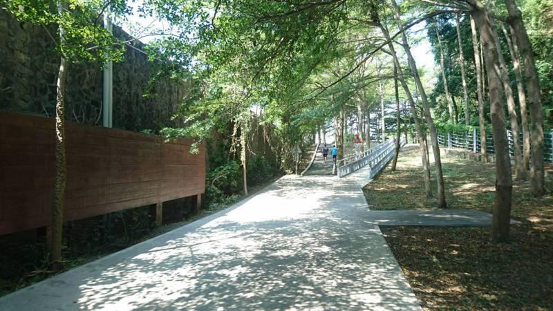 集集鎮上午再打通綠色隧道及環鎮自行車道全區段共17.5公里,歡迎民眾騎乘感受慢活美好。記者黑中亮/攝影