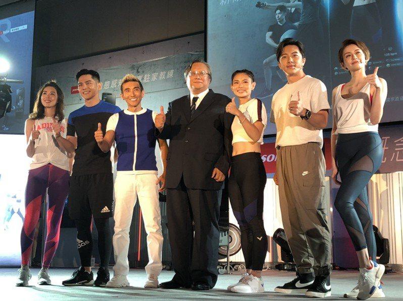 世界球后戴資穎(右3)為健身運動品牌新品代言,透露本賽季可能會就此結束。記者劉肇育/攝影