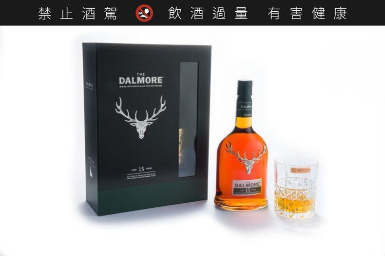 大摩15年單一麥芽蘇格蘭威士忌限量禮盒,建議售價2,650元。圖/大摩提供。提醒...