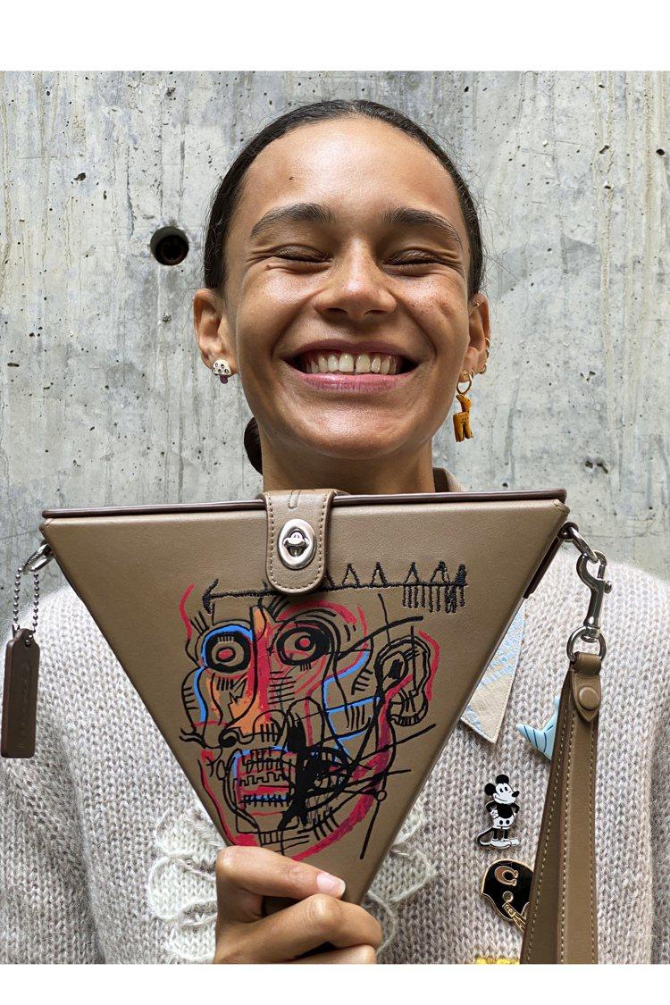 COACH X Jean-Michel Basquiat系列延續到2021春季。