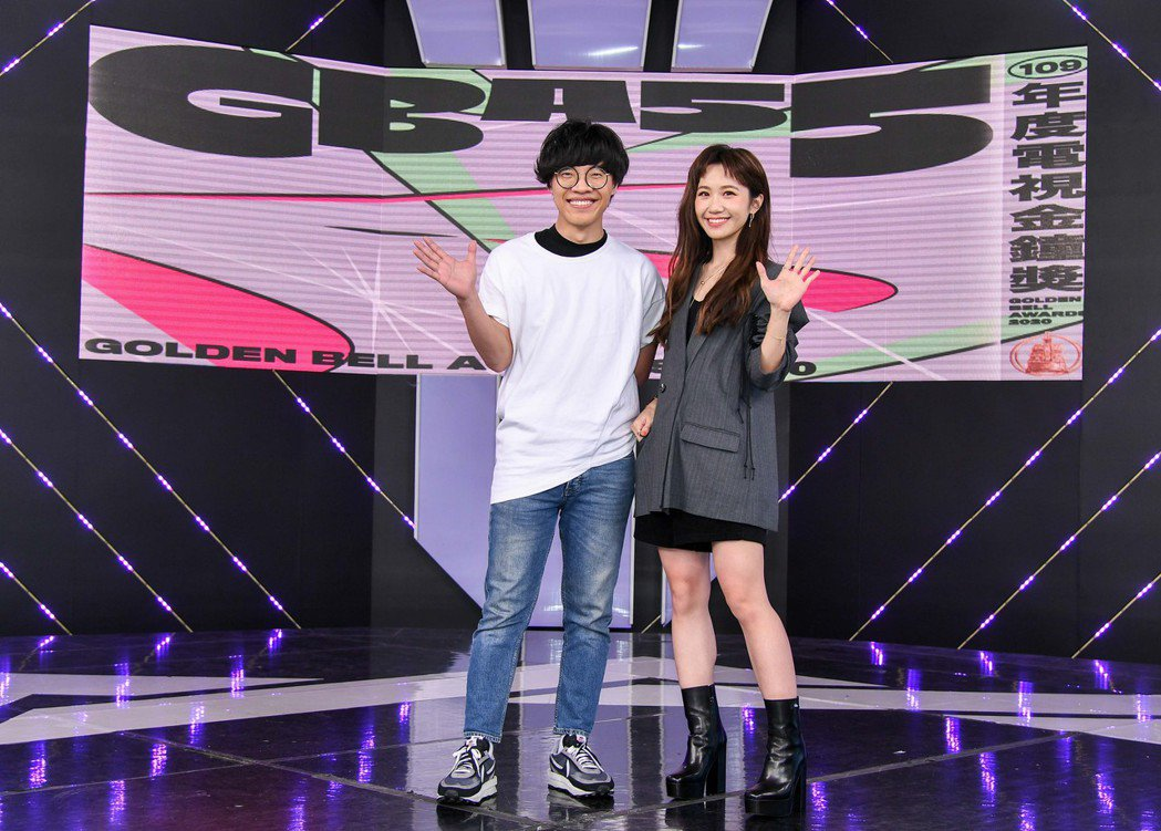 盧廣仲(左)和LuluJ搭檔金鐘第2段主持,結果兩人出席記者會造型沒對好,出現不...
