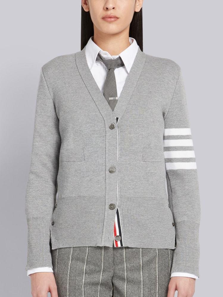 經典四線開襟衫,41,735元。圖/ART HAUS提供