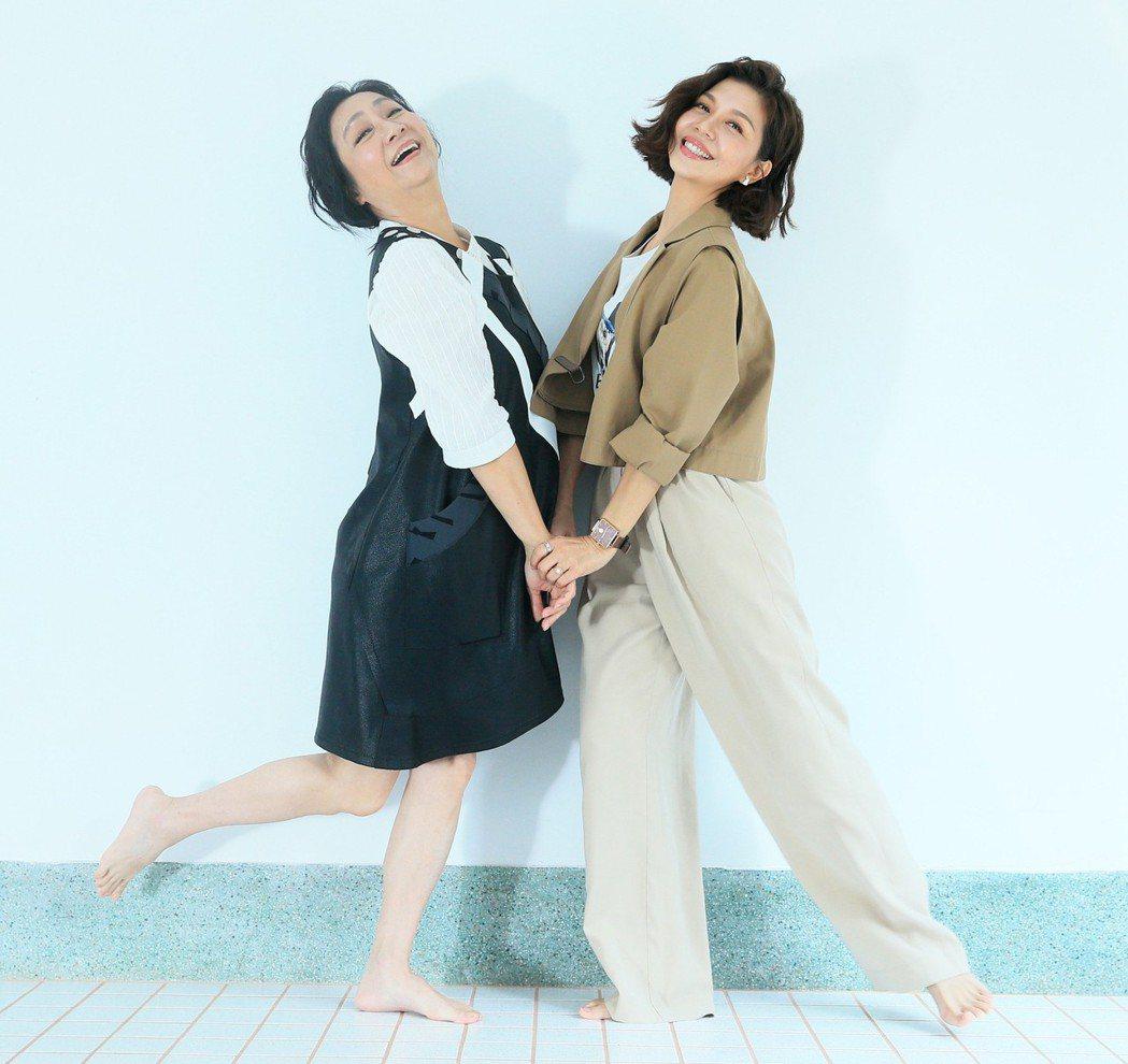 楊麗音(左)、于子育舞得超嗨。記者潘俊宏/攝影