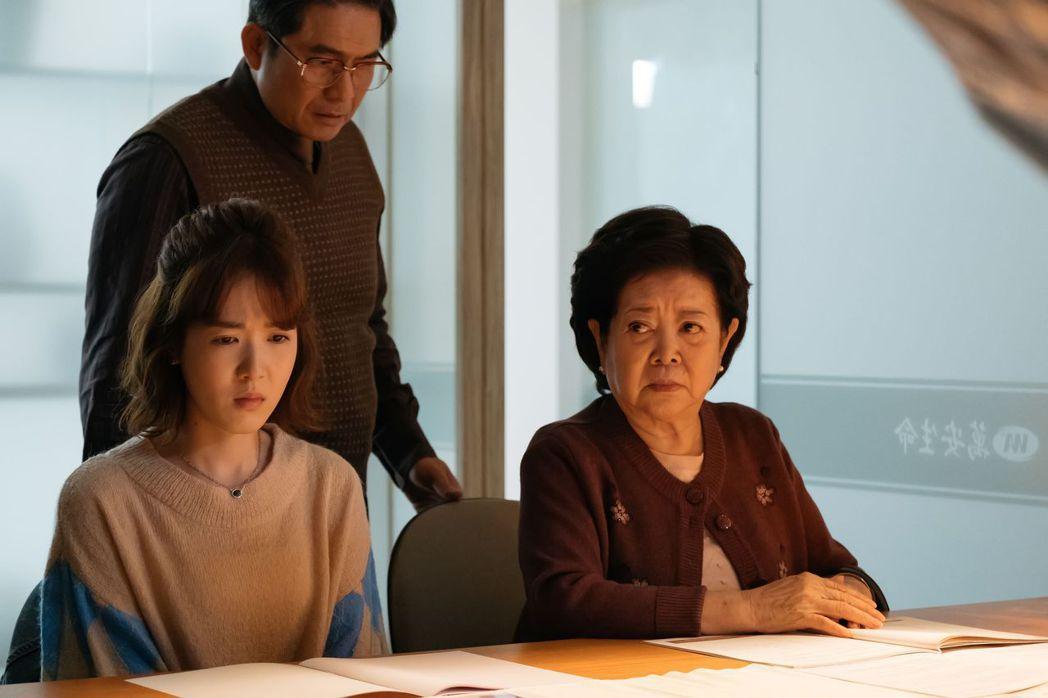 陳淑芳(前右)與孫可芳在「孤味」演母女。圖/威視提供