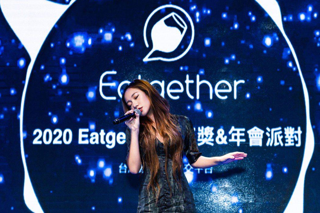 吳卓源賣力獻唱,掀起全場最高潮。圖/Eatgether提供