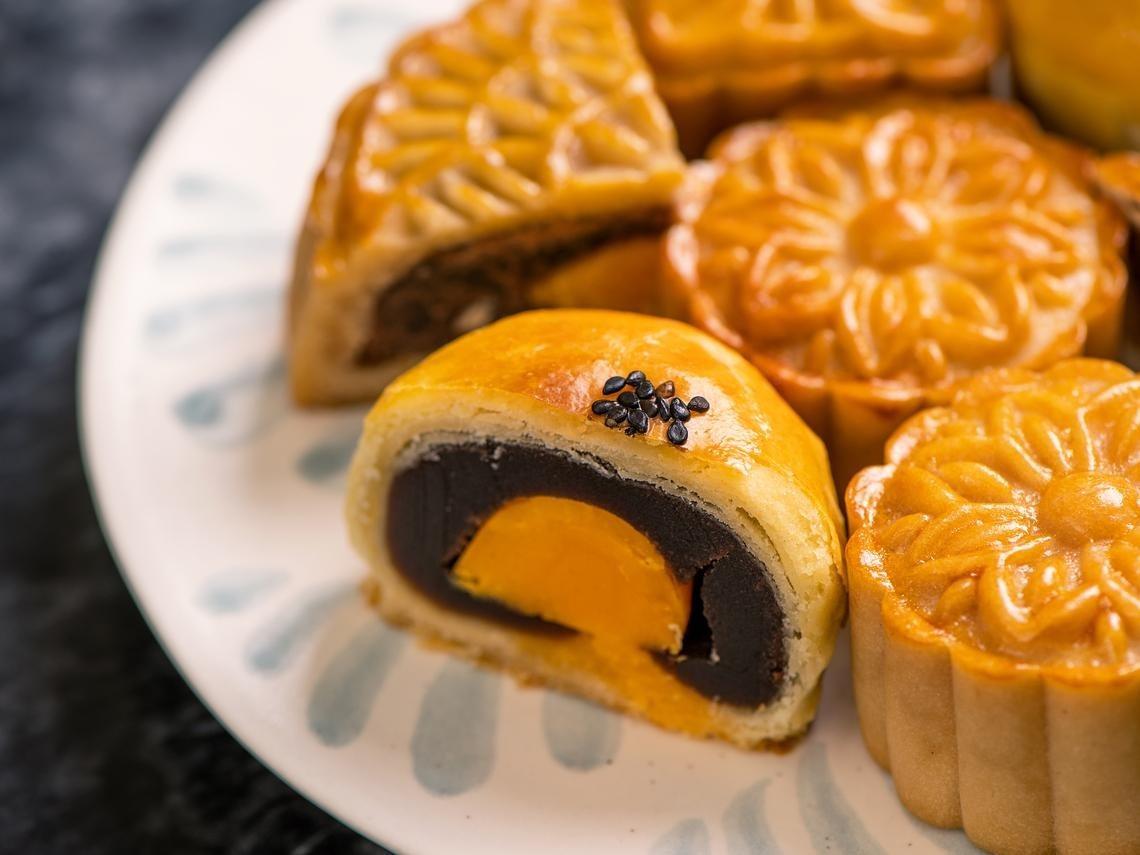 月餅高油、高糖、高熱量,和餅皮與內餡的材料有關係。 圖/達志