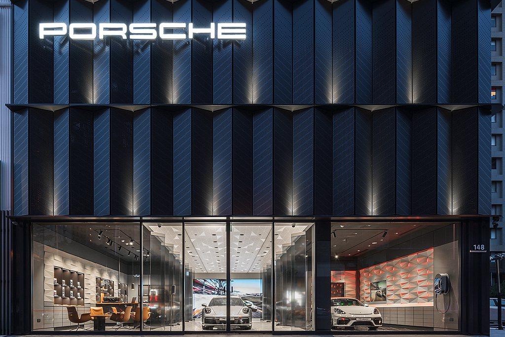 繼桃園Porsche NOW全新型態概念店之後,保時捷都會概念店再進駐新竹。 圖...