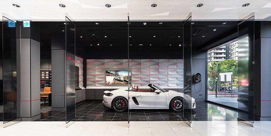 都會概念店內規劃獨立主題區:「E-Performance」展示保時捷邁向電動化世...