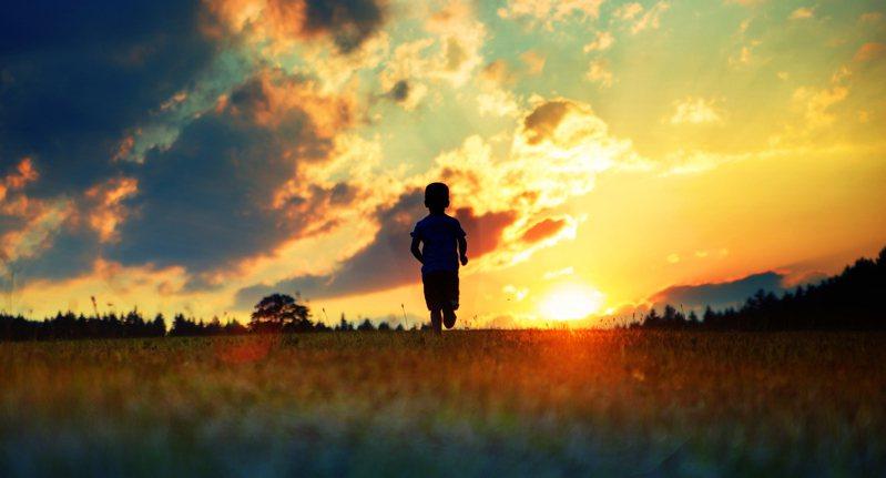 孩子真的能夠控制嗎?從現在來看,他是能被控制的,但孩子會不斷成長,而你會往相反方向發展,這時結果又會是如何呢?圖片來源:ingimage