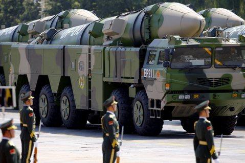 共軍試射「航母殺手」:威嚇或打擊?彈道飛彈的防禦作戰思維