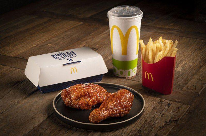 麥當勞限時推出「韓風炸雞腿」,單點1塊65元,韓風炸雞腿經典套餐每份185元。圖/麥當勞提供