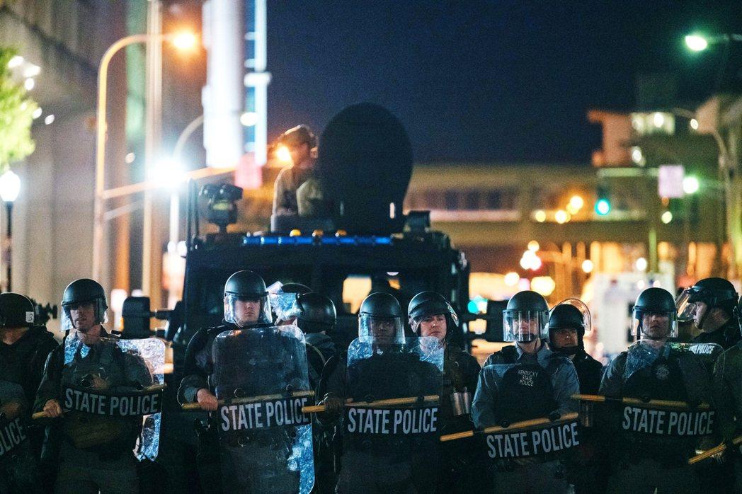 案情引發當地民眾憤怒的是,警方在第一時間的報告中,將泰勒的受傷情況記錄為「無傷」...