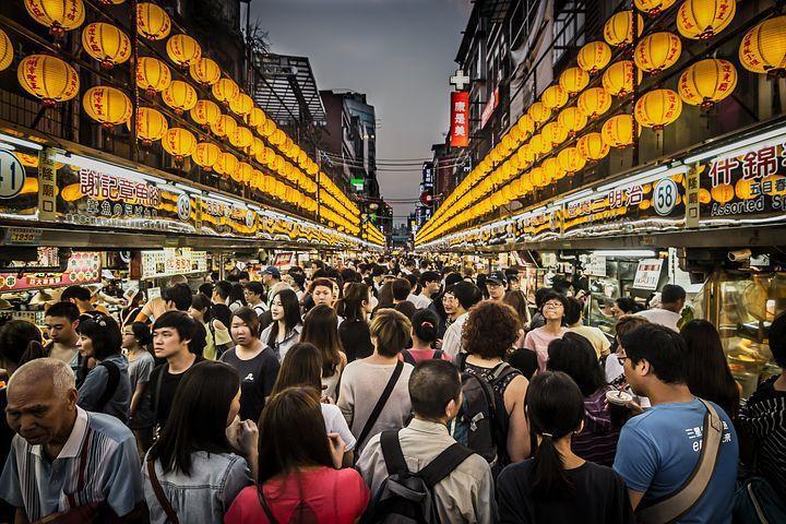 數據顯示近年香港社會的確普遍對台灣有好感,認為台灣是一處吸引港人旅遊及移居的目的...