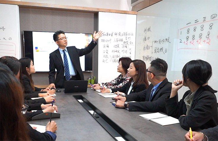 企業施行「減班休息」時需進行勞資會議並注意薪資法令。 羿誠企管顧問公司/提供