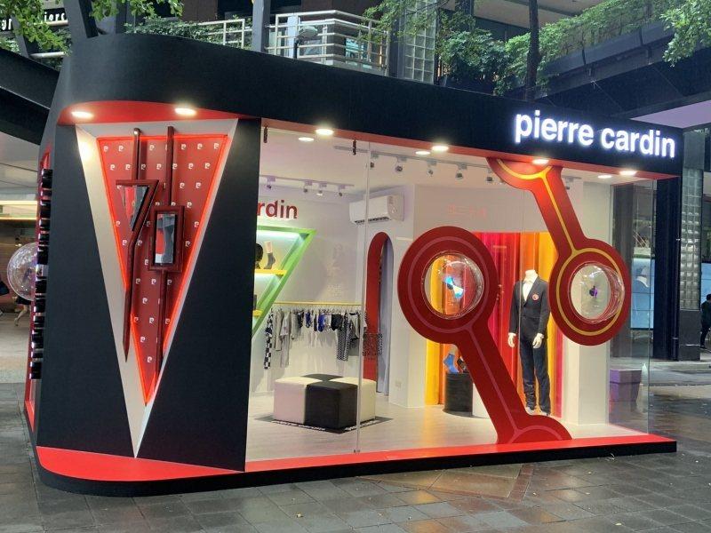 皮爾卡登在香堤大道的快閃店,具強烈的品牌視覺風格,取自氣泡皇宮的圓形透明泡泡元素...
