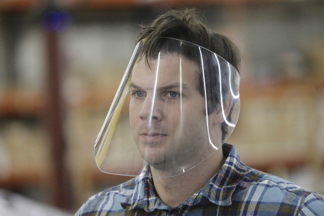 (已有即時)最新研究:透明塑膠面罩擋不了新冠病毒 美聯社