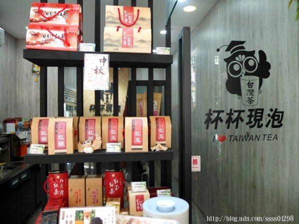 販售自家優質商品,質感精美的茶葉禮盒及比賽用茶等等,送禮自用兩相宜