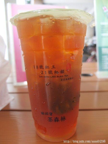 原茶的茶包都會放在裡面,持續釋放茶湯茶味,每杯以熱茶現點現沖泡