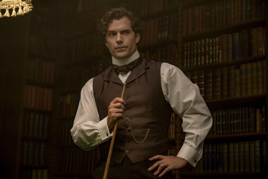 亨利卡維在「天才少女福爾摩斯」扮演夏洛克福爾摩斯,獲讚是「史上最帥福爾摩斯」。圖...