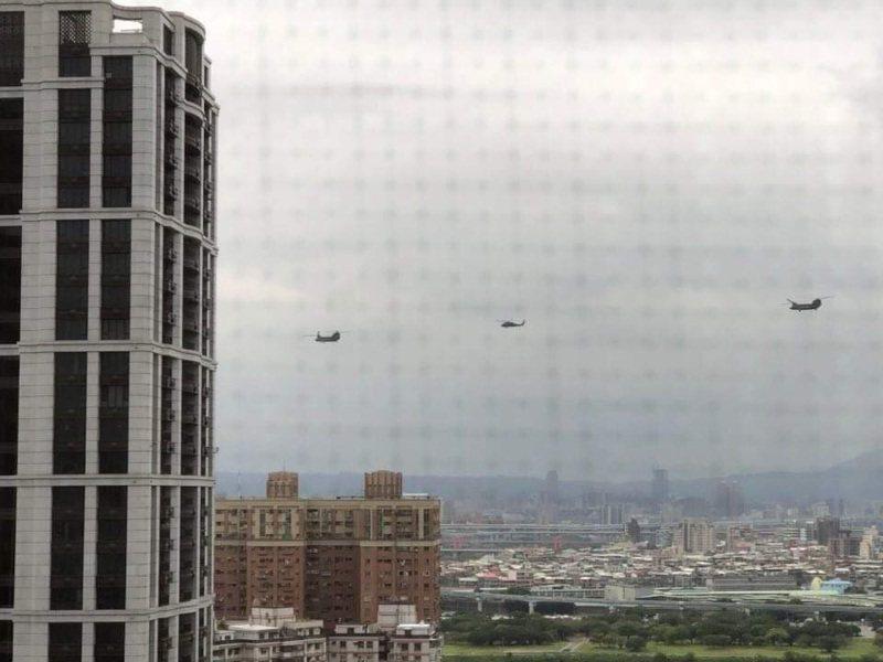 今日台北市今天清晨約6時45分起,上班族目擊幻象戰鬥機在上空掠過,音爆聲引發民眾關注。記者洪淑惠/攝影