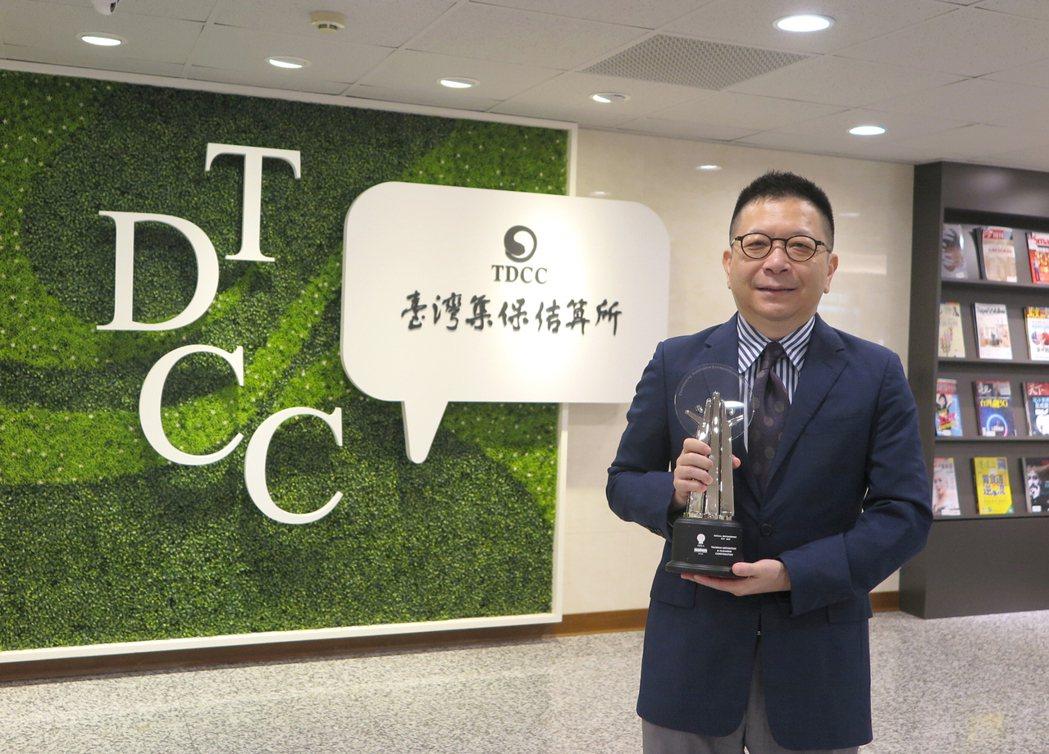 集保結算所榮獲2020亞洲企業社會責任獎,董事長林修銘表示能獲得國際專業評審肯定...