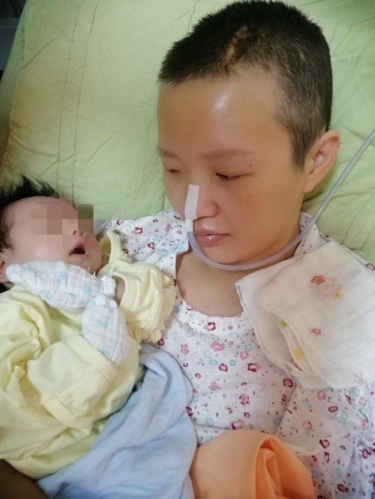勇敢的媽媽黃安妮,生產時腦血管因生產用力過度破裂導致中風,努力復健要好好照顧孩子...