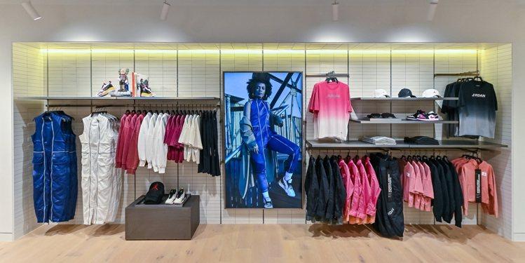 Jordan 301 Taichung店還打造了女性的專屬購物空間,讓女孩們也能...