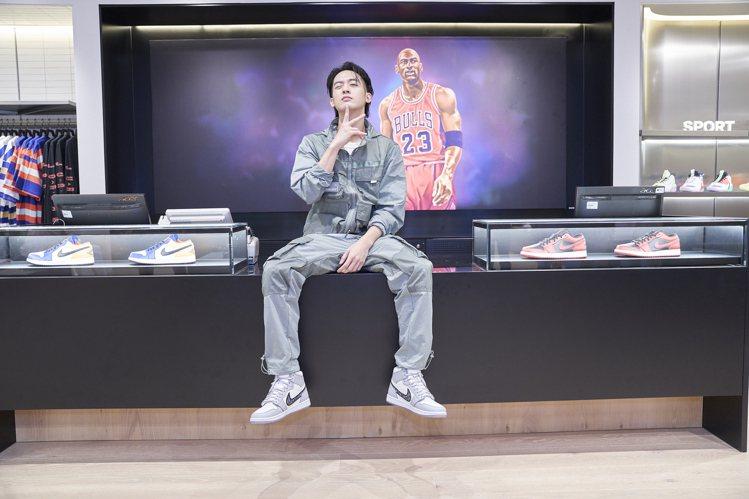 小樂腳踩Dior聯名Air Jordan球鞋朝聖Jordan 301 Taich...