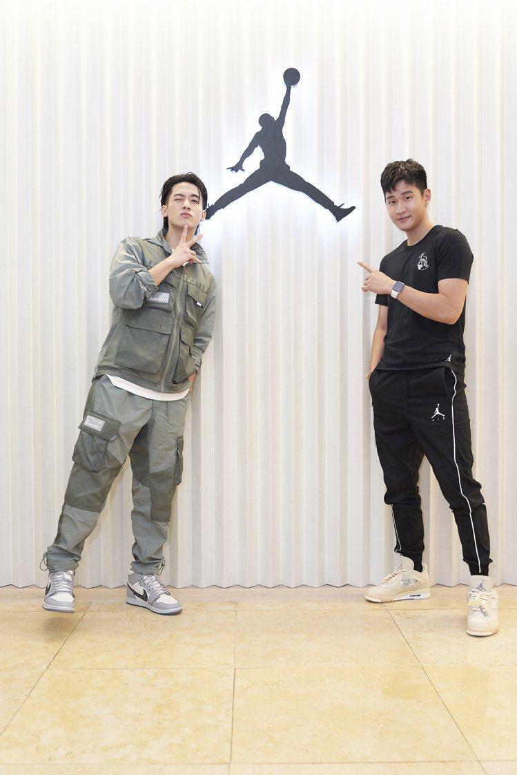 Jordan 301 Taichung店開幕,周興哲(右)、小樂分別腳踩聯名Ai...
