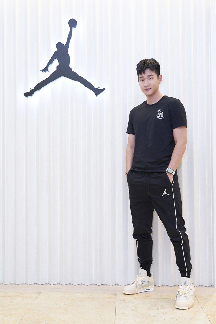 Jordan 301 Taichung店開幕,周興哲腳踩Off-White聯名A...