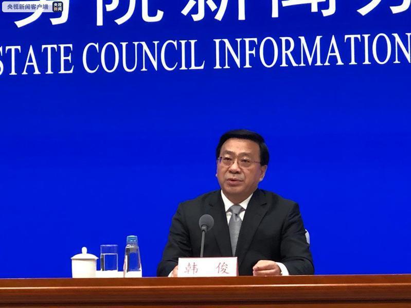 大陸農業農村部副部長韓俊24日表示,到「十四五」期末,大陸土地出讓收益用於農業農村的比例要達到50%以上。(圖/取自央視新聞)