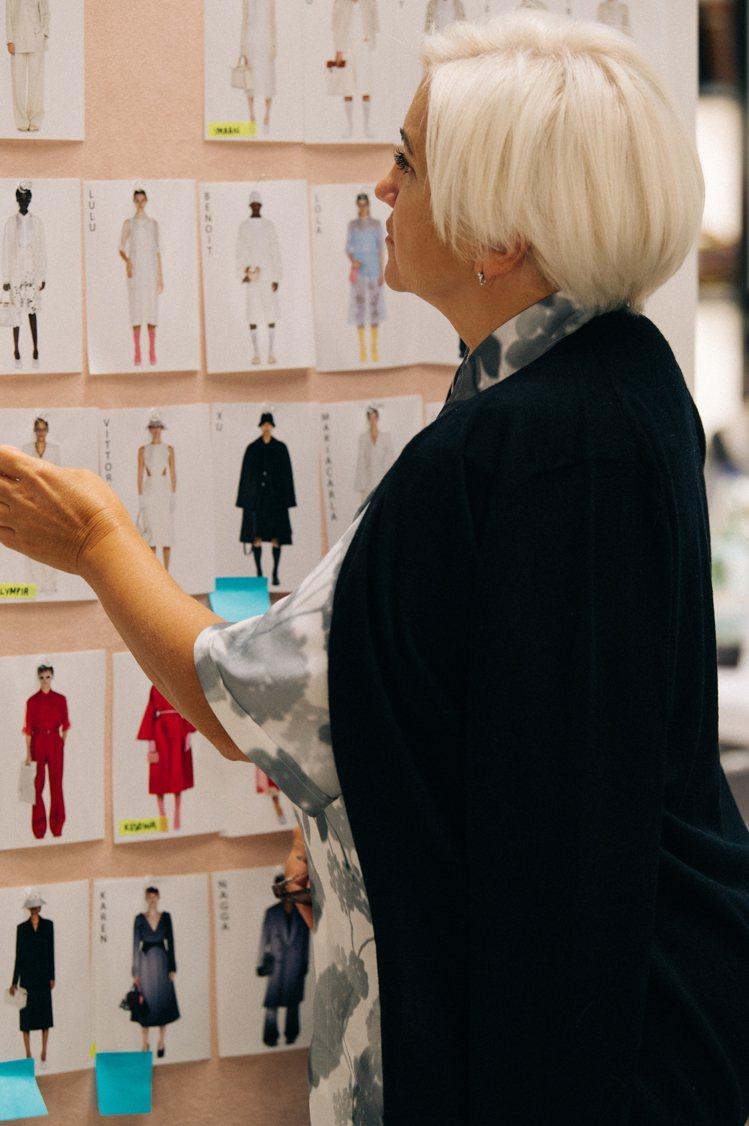 2021春夏系列,是Silvia Venturini Fendi執掌女裝服裝設計...
