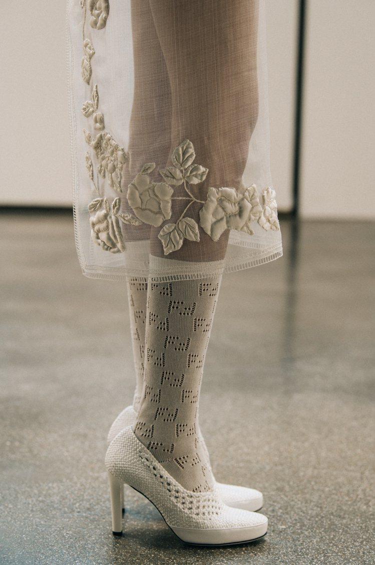 大量的棉布刺繡、編織是FENDI的設計元素,也打造典雅高貴的氣質。圖/FENDI...