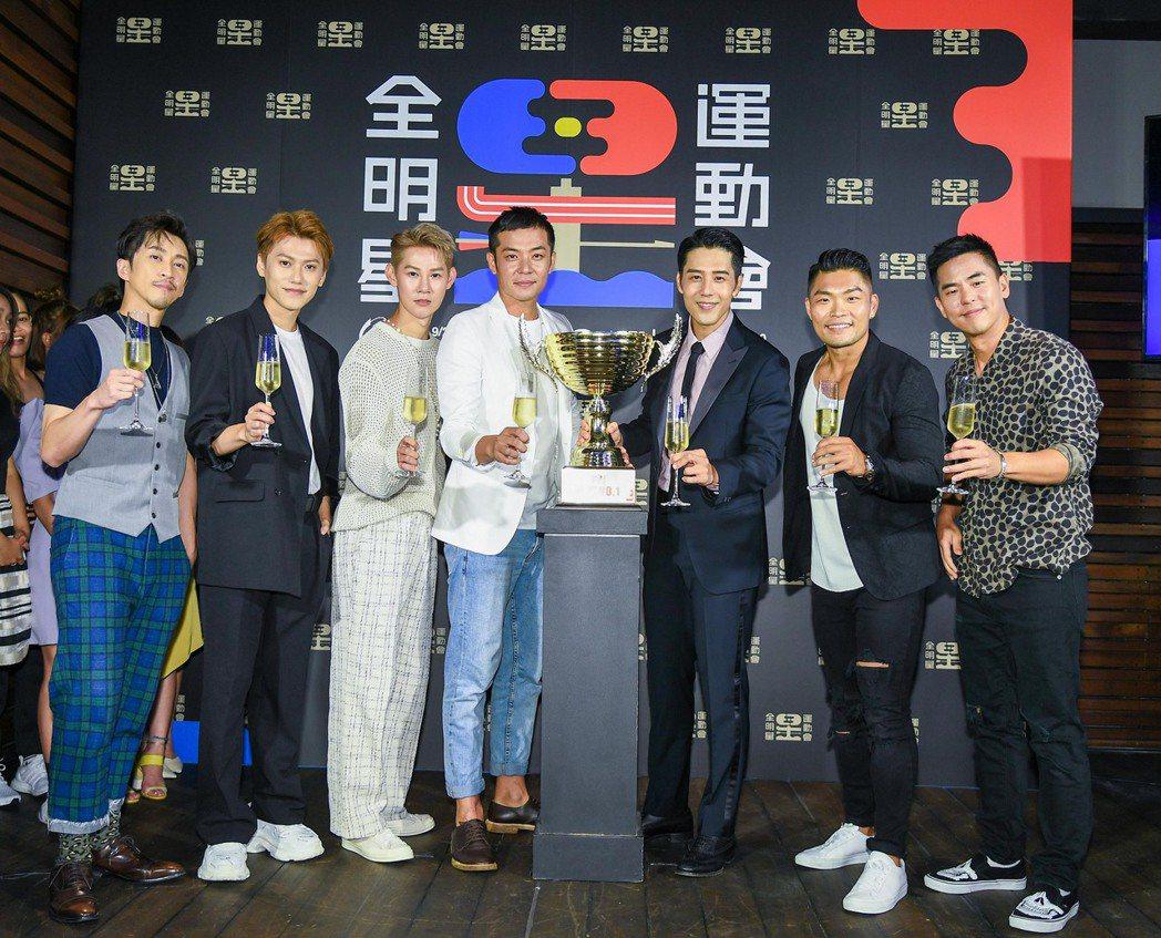 柯有倫(右起)、李玖哲、胡宇威、姚元浩、夏和熙、邱宇辰、陳漢典出席「全明星運動會