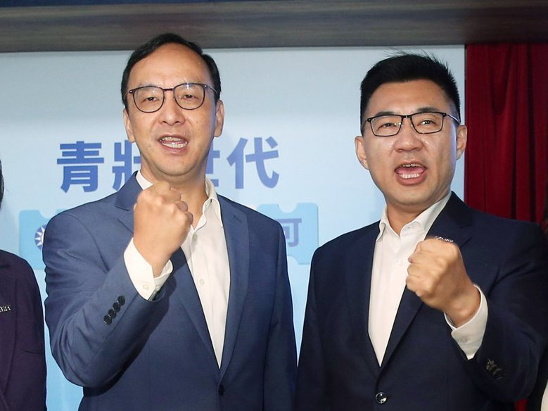 新北市前市長朱立倫(左)日前受訪時表示,若簽得FTA,他和國民黨都願意吃美豬,與現任主席江啟臣(右)路線不同。圖/聯合報系資料照片