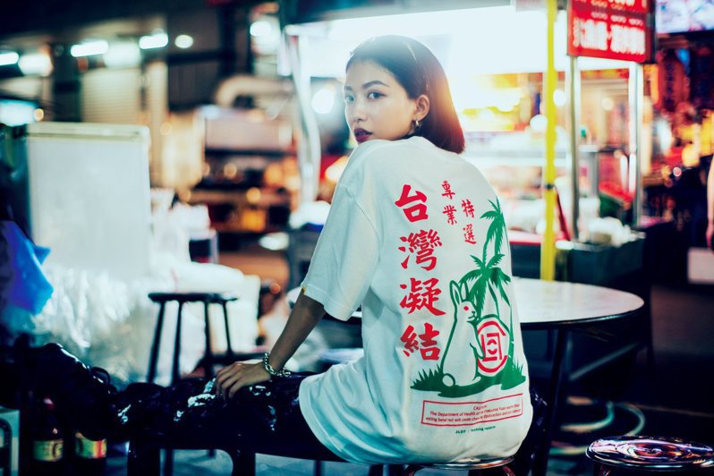 陳冠希潮牌CLOT潮流選貨店Juice Store慶祝登台10周年,聯手日本街牌#FR2 Fxxking Rabbits,重新詮釋檳榔攤美學。圖/摘自Juice Store Taiwan facebook fanpage