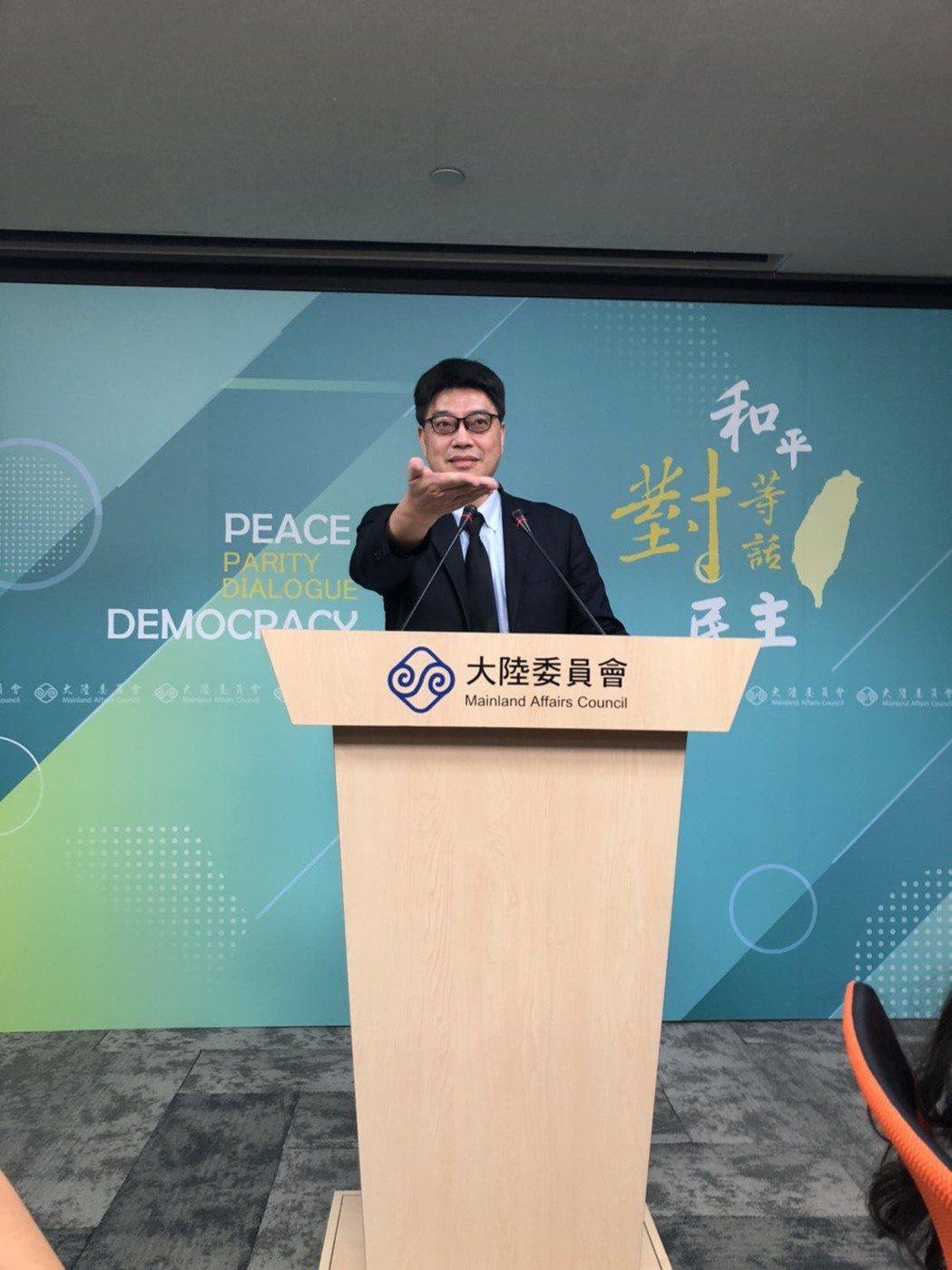 新黨主席吳成典日前參加海峽論壇,倡議「一國兩制台灣方案」,陸委會24日表示,將會...