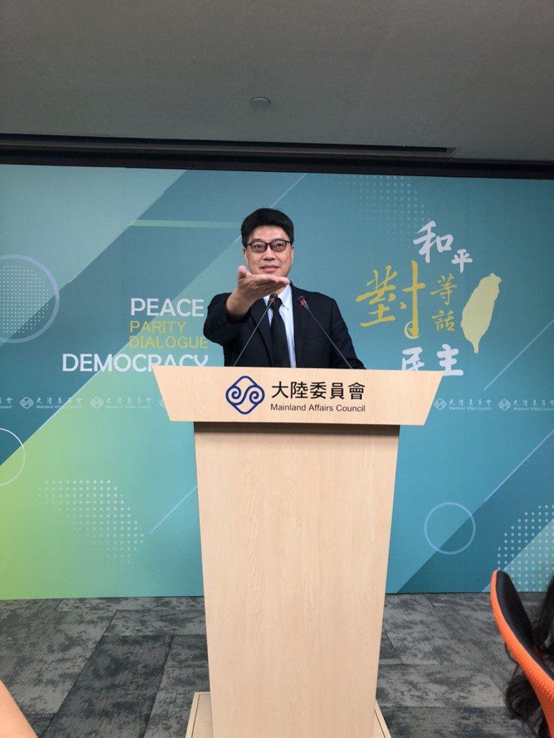 新黨主席吳成典日前參加海峽論壇,倡議「一國兩制台灣方案」,陸委會24日表示,將會同內政部的相關機關依法做行政調查,不排除請他來說明。記者林汪靜/攝影