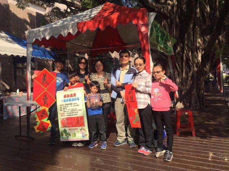 退休後開兒童書畫班,將部分學費及義賣款捐出,「被需要」的喜悅陪伴我迎接新的一年。...