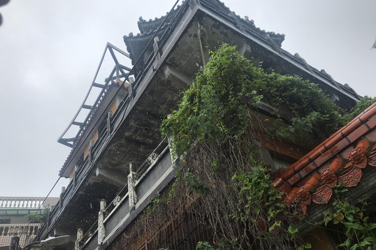 基隆淨因禪寺荒廢數十年 寺內骨灰罈移置成棘手問題