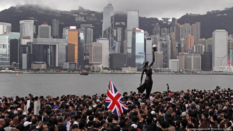 曾被中國當局拘控的英國駐港總領事館前職員鄭文傑,今年六月底獲英國政府批出政治庇護。圖/德國之聲中文網