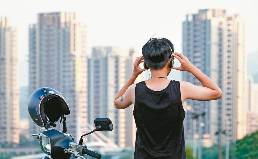 太少跟人面對面說話、常戴耳機⋯⋯小心 5 個習慣有害大腦,讓你越來越笨