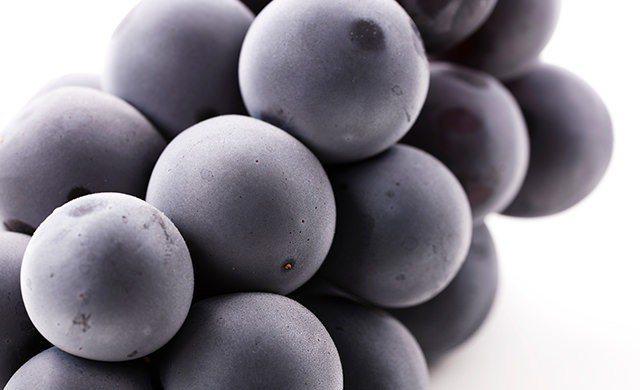 葡萄上的「白色粉末」有保鮮功能,冷藏時無須清洗。圖擷取自まいどなニュース